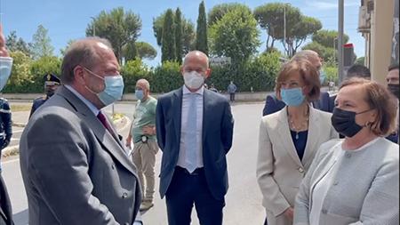 Visita del ministro francese alle ville confiscate ai Casamonica