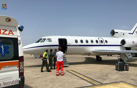 Aeronautica Militare in volo per salvare un neonato