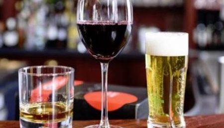 Gli effetti di una corretta idratazione quando assumiamo bevande alcoliche: scopriamo quali sono