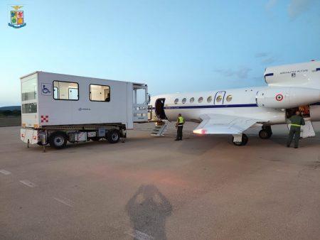 Aeronautica, trasporti sanitari: volo da Alghero a Pisa per donna in stato di gravidanza