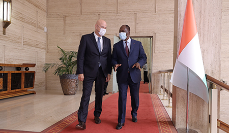L'AD di Eni Claudio Descalzi incontra il Presidente della Costa d'Avorio Alassane Ouattara